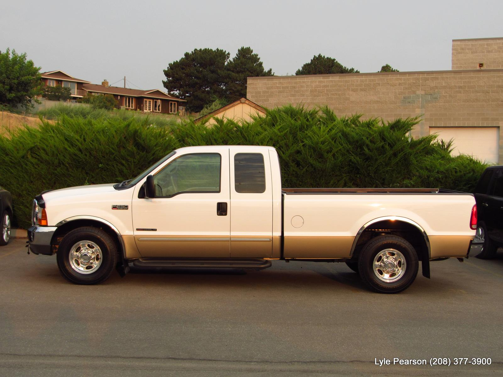Pre-Owned 2000 Ford Super Duty F-250 Supercab 158 Lariat