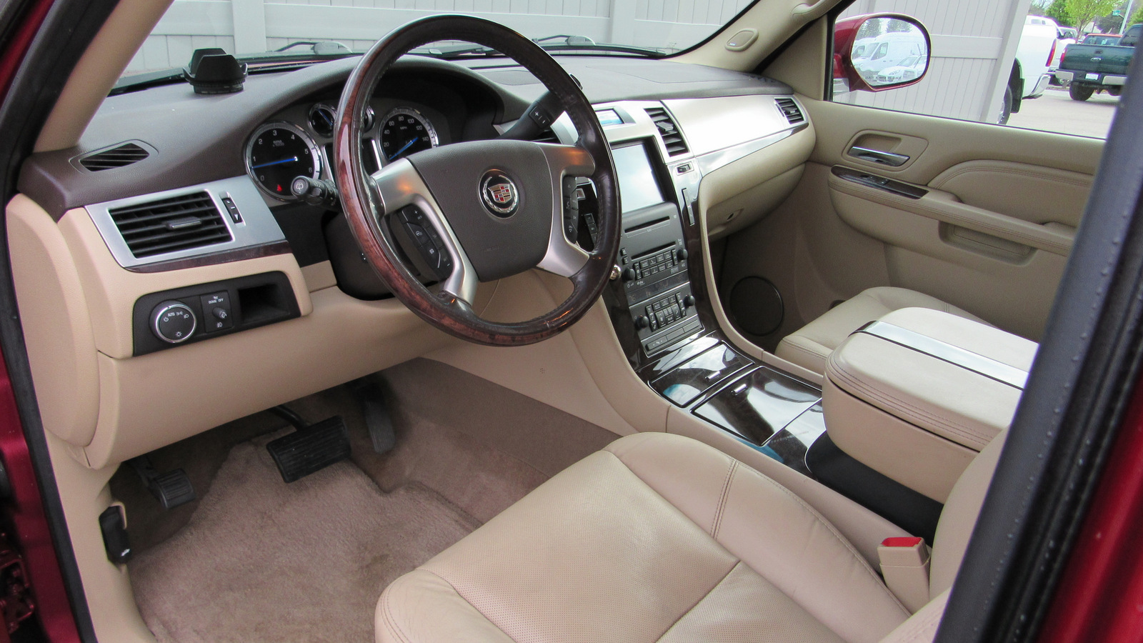 Pre-Owned 2010 Cadillac Escalade AWD 4dr Luxury