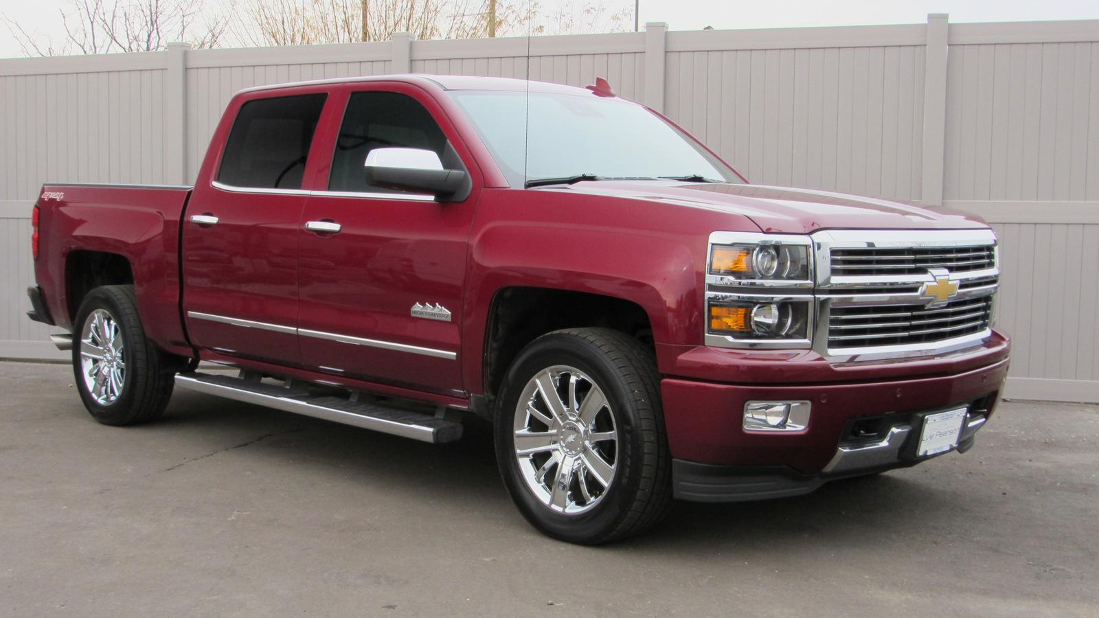Pre-Owned 2015 Chevrolet Silverado 1500 4WD Crew Cab 143.5 High Country