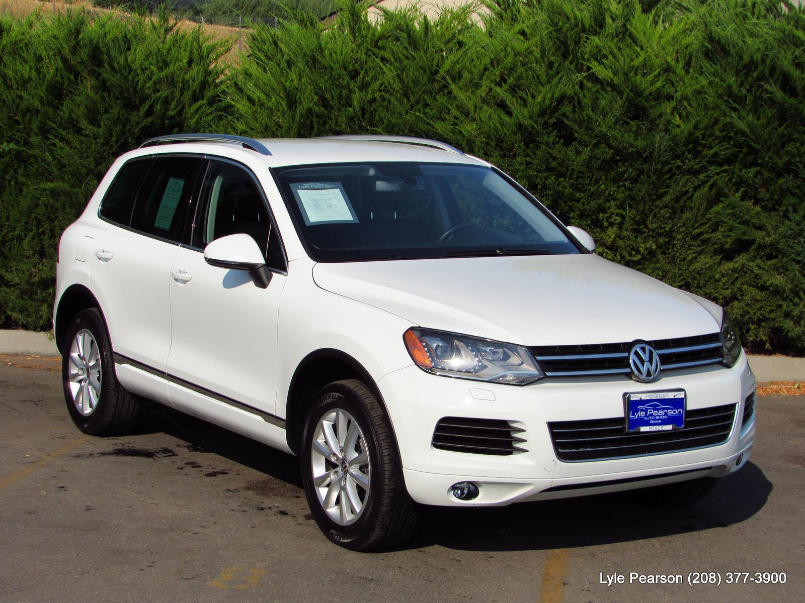 Pre-Owned 2014 Volkswagen Touareg 4dr 3.6L Sport