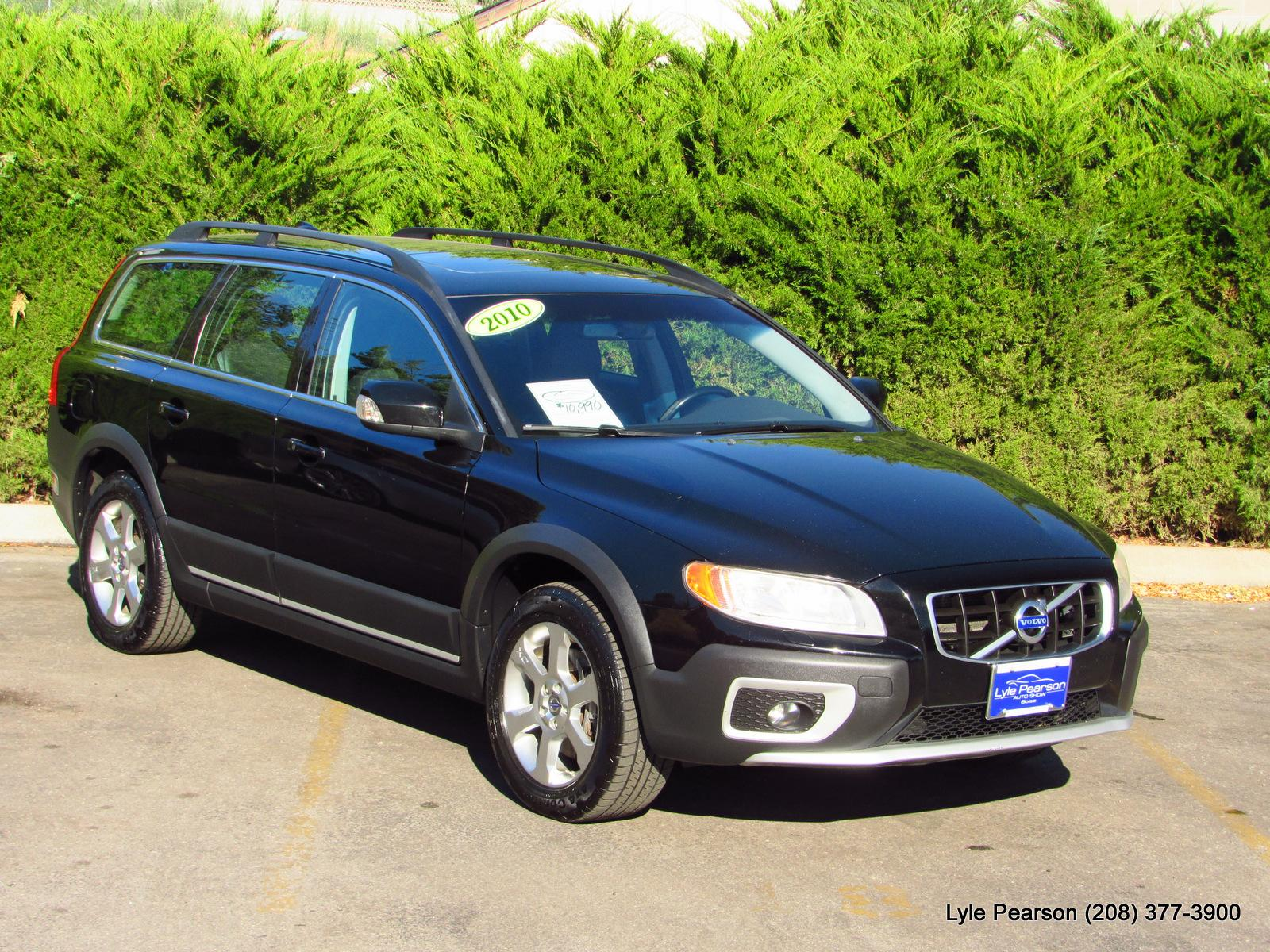 Pre-Owned 2010 Volvo XC70 4dr Wgn 3.2L w/Moonroof